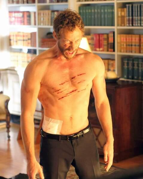 Pas commode le beau détective loup-garou de la série Lost Girl (Kristen Holden-Ried) ! On le préfère sans t-shirt.