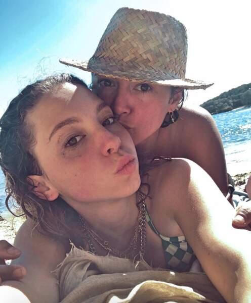 Et Emma De Caunes et sa fille Nina se sont offert une virée à la plage.