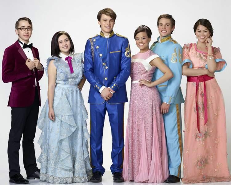 """Et voici l'équipe des """"gentils"""" en tenue de bal"""