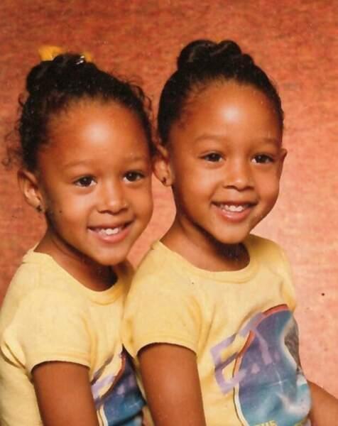 Les jumelles se ressemblent comme deux gouttes d'eau !