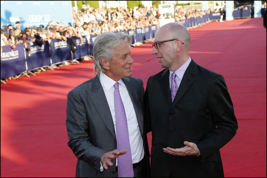 Ecoute, si j'avais su que tu mettrais une cravate mauve Michael, j'aurais mis autre chose j'te jure...