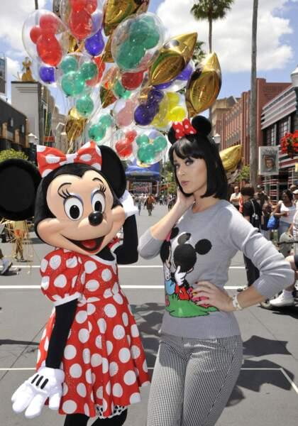 Ados, parents ou juste accros, les people sont eux aussi fans de l'univers de Disney ! N'est-ce pas Katy Perry ?