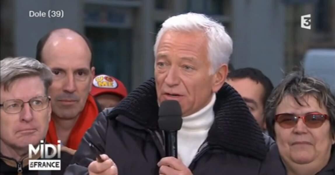 Brrrr... il fait froid sur le tournage de Midi en France. Laurent Boyer a sorti son grand manteau