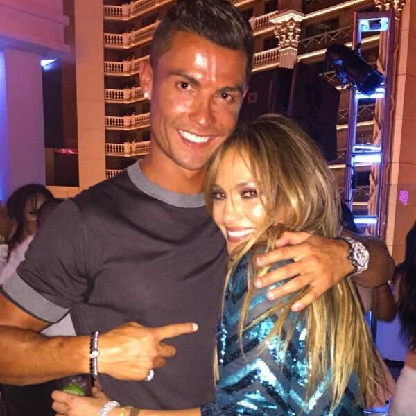 ... Voilà qu'il s'éclate avec J-Lo !
