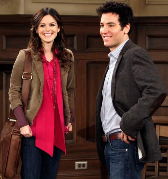 Ted est sorti avec la coloc de la fameuse mother. Cindy (Rachel Bilson) apparaît dans le mythique 100e épisode.