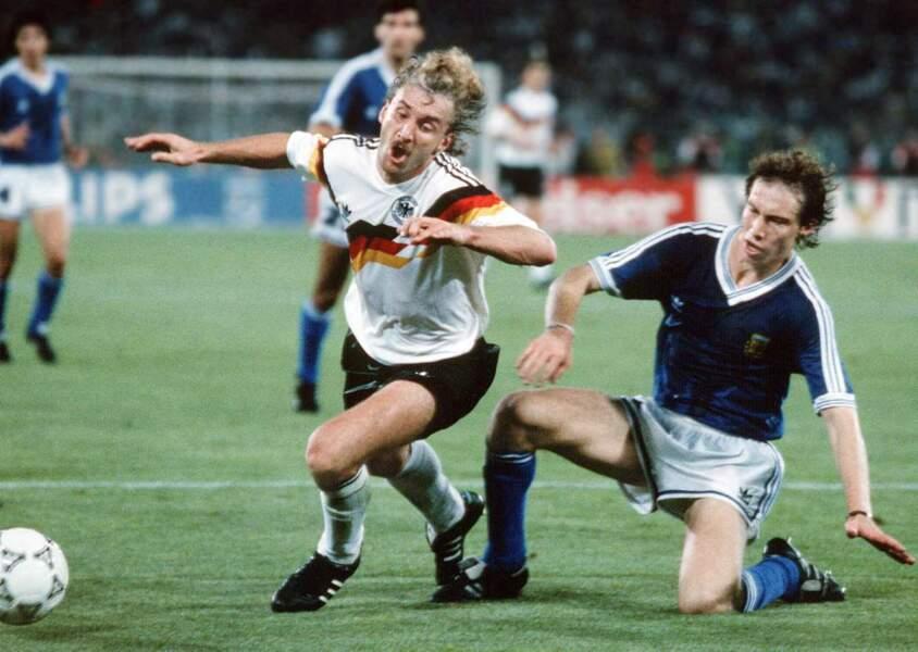 24. Rudi Völler (RFA et Allemagne) 8 buts
