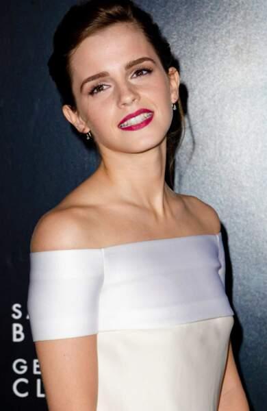 Devenue une jeune femme, Emma Watson enchaîne les tapis rouges