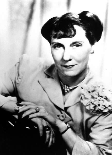 Mamie Eisenhower a été la parfaite ménagère, faisant des économies, découpant des bons, faisant des gâteaux