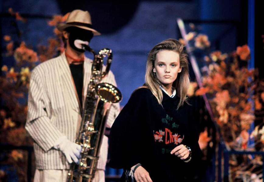 """En 1987, la France découvre le premier tube de Vanessa Paradis, alors âgée de 14 ans, """"Joe le taxi"""""""