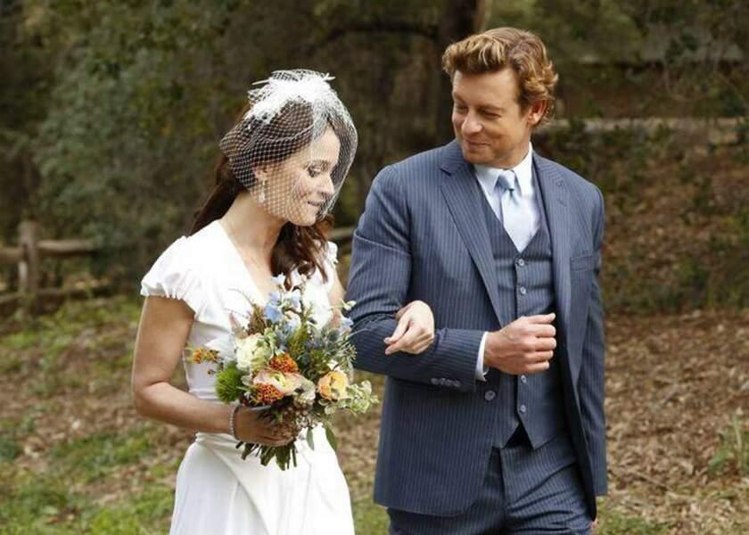 Son futur époux, Patrick Jane, la retrouve pour la cérémonie