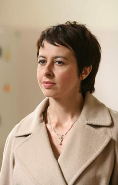 Voici Valérie Bonneton, alias Fabienne Lepic, lors de la saison 1. Eh oui : elle avait les cheveux courts !