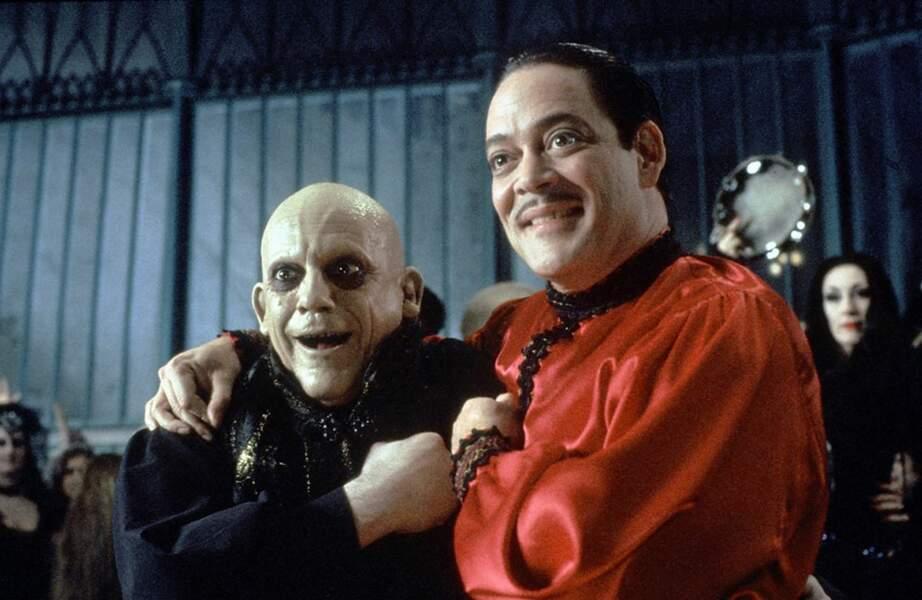 Aux côtés de Gomez Addams on reconnait l'inénarrable Oncle Fétide Addams !