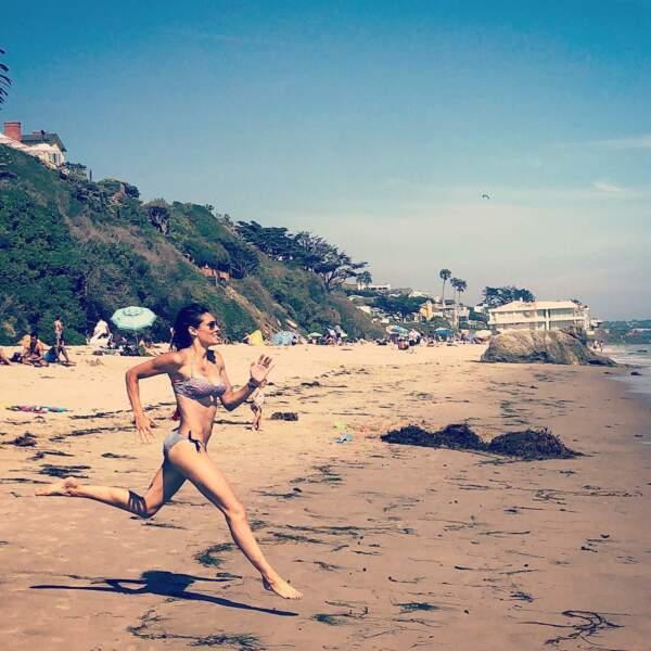 Daniela Ruah (NCIS : Los Angeles) court vers l'été !
