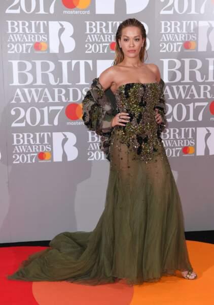 Rita Ora emperlousée.