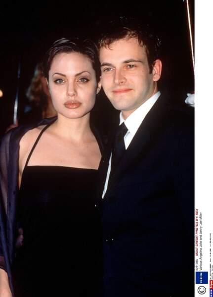 Jonny Lee Miller et Angelina Jolie divorceront en 1999 mais resteront en bons termes