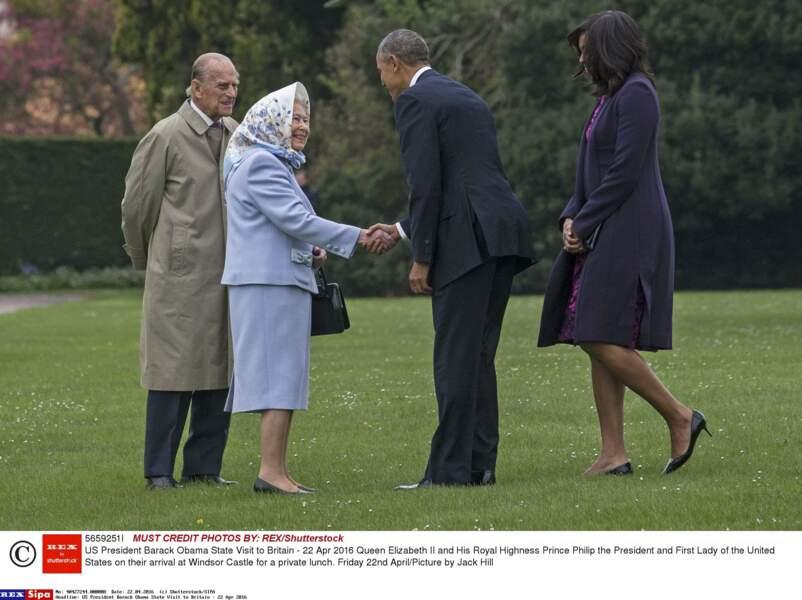 Pour protéger sa permanente, Son Altesse avait sorti son plus beau foulard