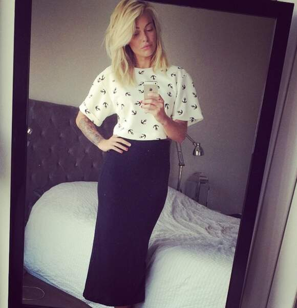 Le point fashion de la semaine avec Caroline Receveur ! Look strict,
