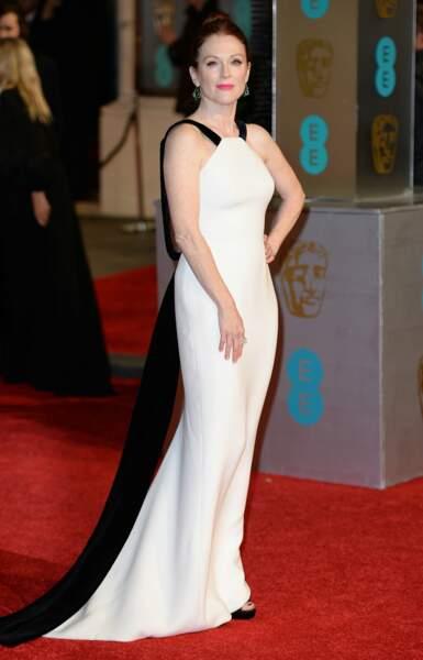 Julianne Moore ou la classe incarnée dans une belle robe blanche