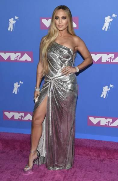 Somptueux drapé pour Jennifer Lopez.