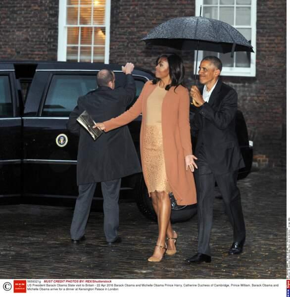 Direction Kensington Palace, où Barack et Michelle Obama ont été accueillis par la pluie…