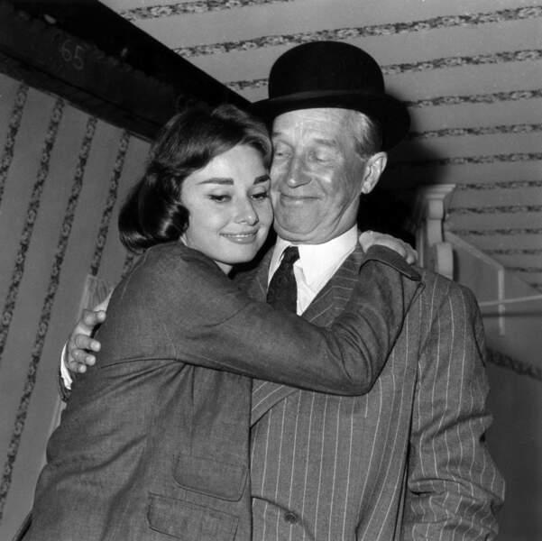 ... avec Gary Cooper et Maurice Chevalier, mais c'est le frenchie qu'elle choisit (son père dans le film) !
