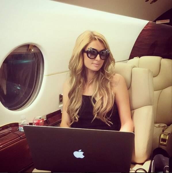 Dans l'avion, Paris est une vraie femme d'affaires !