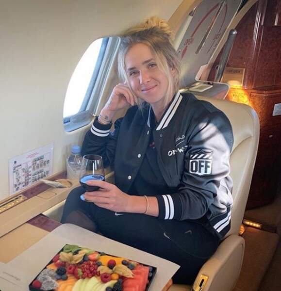 La joueuse de tennis a l'habitude de prendre l'avion