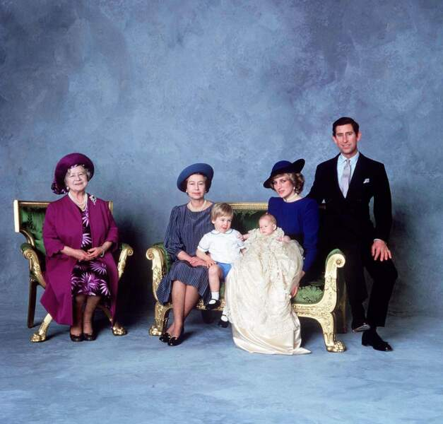 Après un mariage de conte de fées, Diana et Charles lui offrent deux héritiers William et Harry