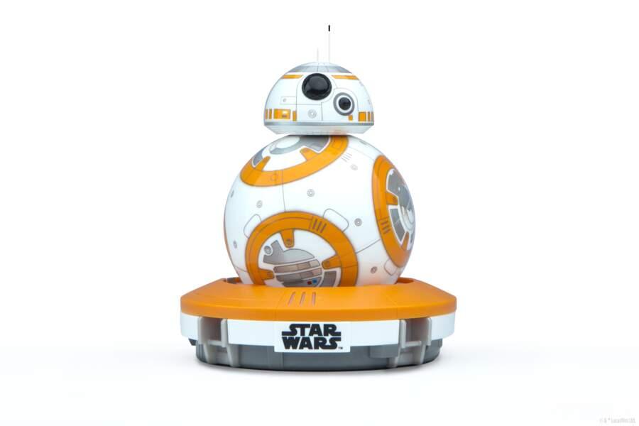 Le tout nouveau droïd BB-8, télécommandé