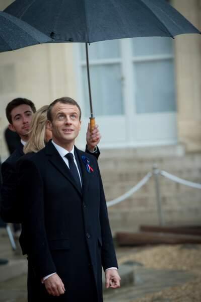 Emmanuel Macron aurait-il été touché par la malédiction François Hollande ?