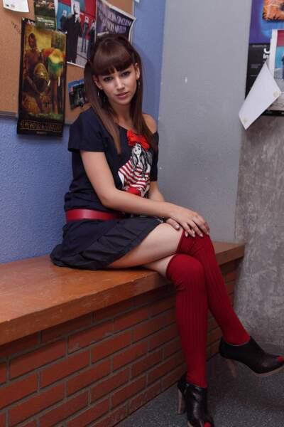 À l'époque en 2010, elle avait un look de lycéenne pour Ruth, l'adolescente rebelle de la série espagnole
