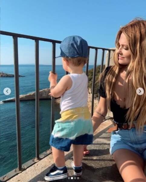 Caroline Receveur et son fils Marlon ont vu la mer à Ibiza.