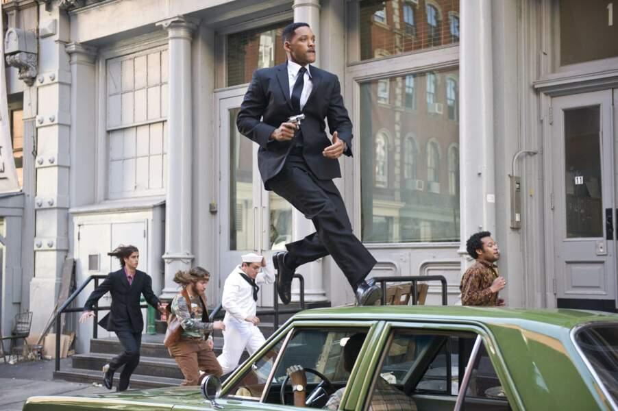 2012 - Men In Black 3   Will Smith marche sur les voitures. Tout va bien.
