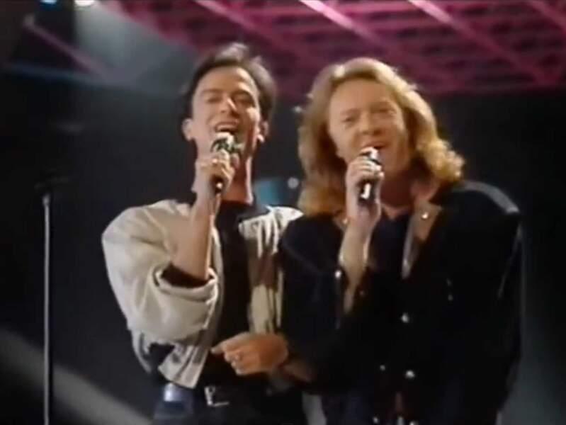 """En 1987, Umberto Tozzi et Raf chantent """"Gente di Mare"""" pour l'Italie"""