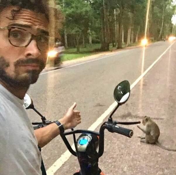 Ou le vilain piéton poilu qui bloque la route de Maxime Musqua au Cambodge ?