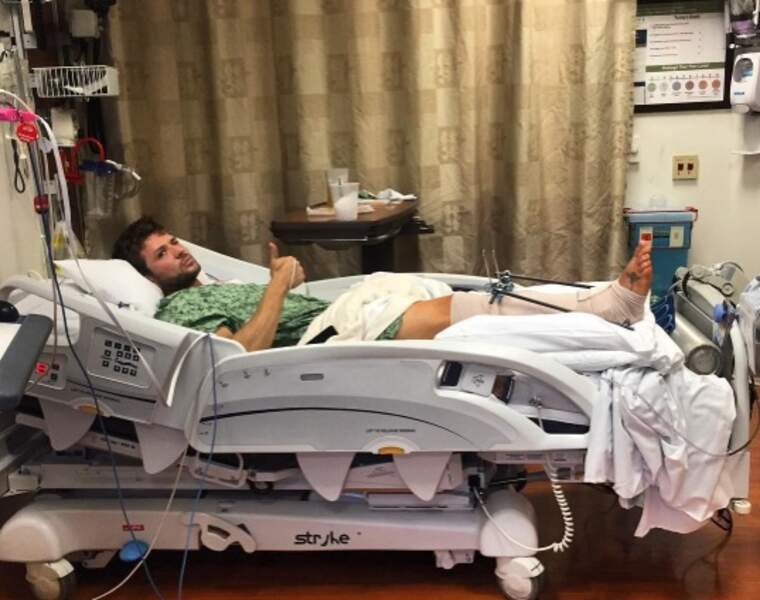 Pendant ce temps-là, Ryan Phillippe passait un sale quart d'heure à l'hosto à cause de sa jambe.