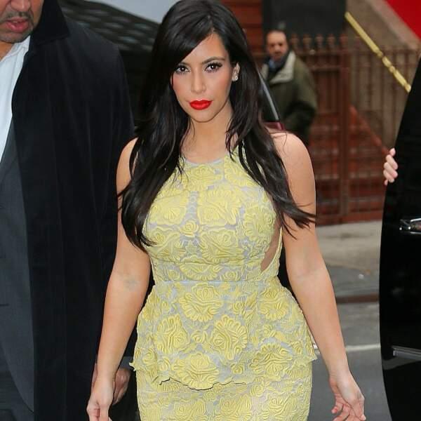 Kim Kardashian est fière de son look. Mais franchement, ça la boudine pas un peu ?