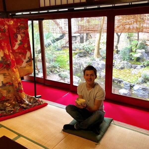 Tom Holland s'est prêté à la cérémonie du thé à Kyoto au Japon.