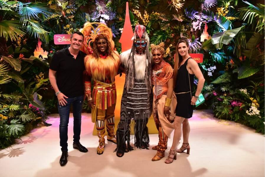 Arnaud Ducret et sa femme Maurine avec la troupe du Roi Lion et des rythmes de la terre
