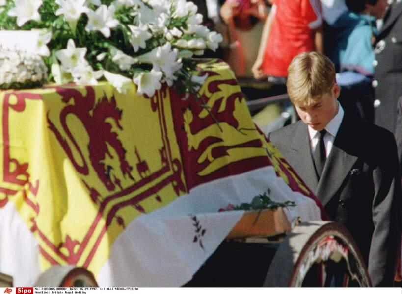 Le 31 août 1997, la princesse Diana meurt dans un accident de voiture à Paris