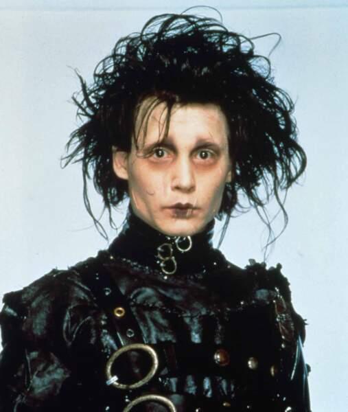 Johnny Depp a mis une pince dans une prise dans Edward aux mains d'argent (1991)