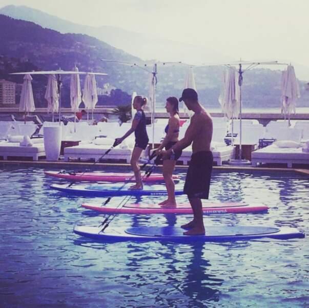 D'ailleurs, elle est prof de paddle dans un hôtel des Caraïbes