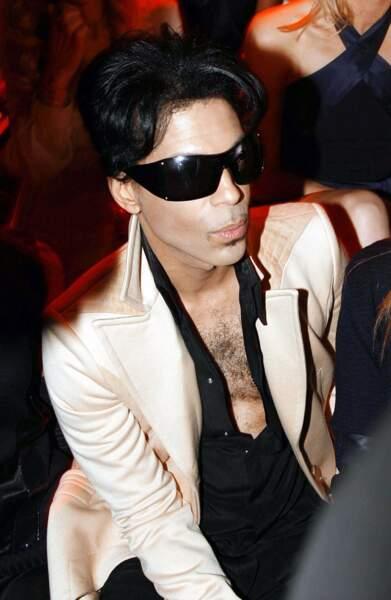 En Versace, lors d'un défilé à Milan en 2007