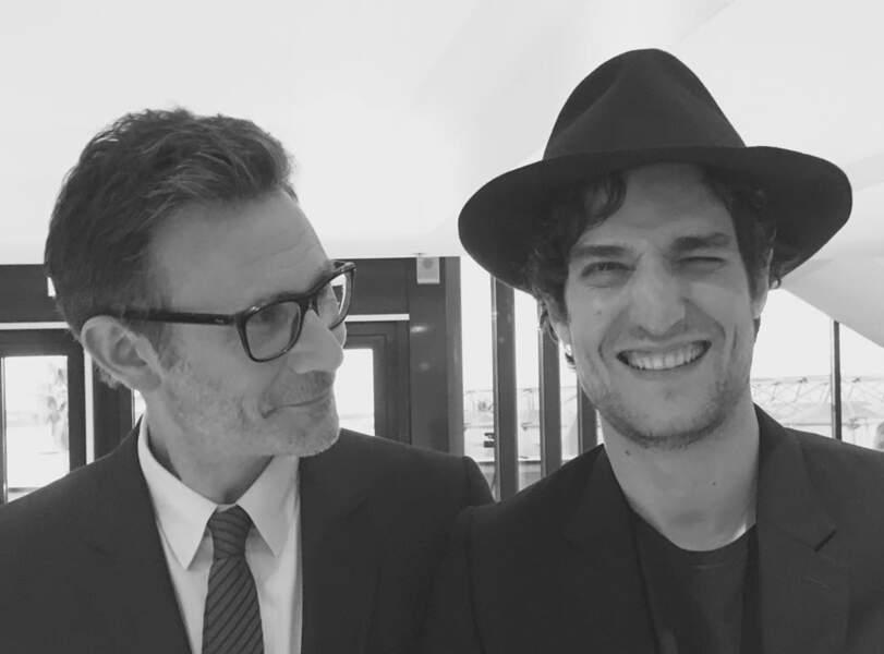Michel Hazanicius et Louis Garrel venus présenter Le Redoutable. C'est Bérénice Bejo qui prend la photo !