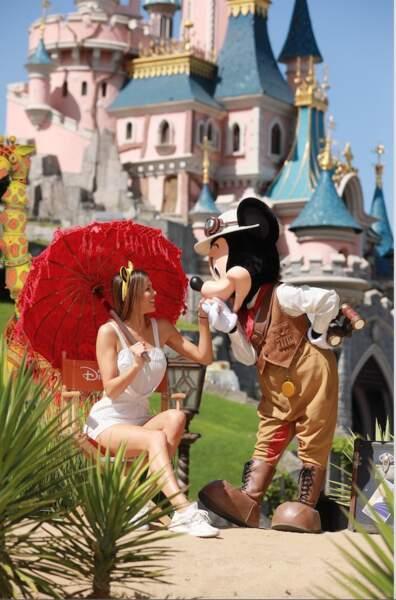 Iris Mittenaere sous le charme de Mickey