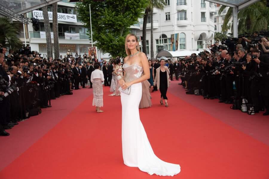 Le mannequin Petra Nemcova a sorti la robe à traine