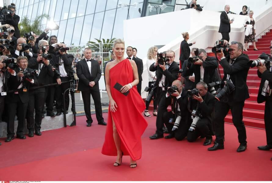 Kate Moss très à l'aise devant les photographes, qu'il y en ait beaucoup…