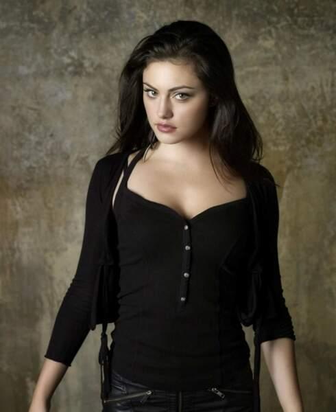 Vampire Diaries, justement, a aussi son lot de loups-garous : comme la sexy Hayley Marshall (Phoebe Tonkin).