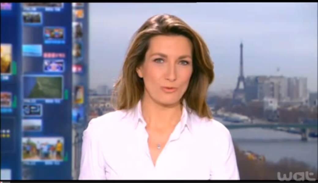 Anne-Claire Coudray élégante et simple pour le 13H du week-end : ici en chemise blanche cintrée