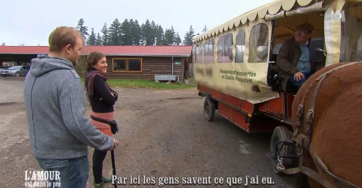 Pour Louise et Julien, c'est l'heure d'une petite promenade en calèche